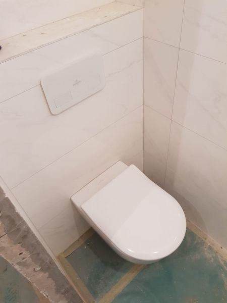 mile jovičić avento konzolna wc šolja i villeroy & boch ugradni vodokotlić sa staklenom tipkom