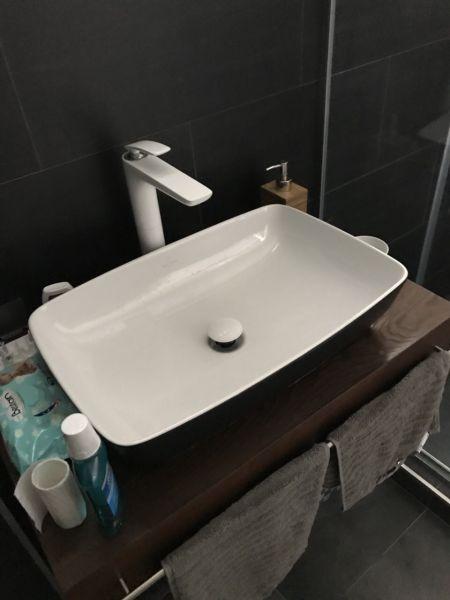 miljan njegoševa artis lavabo black